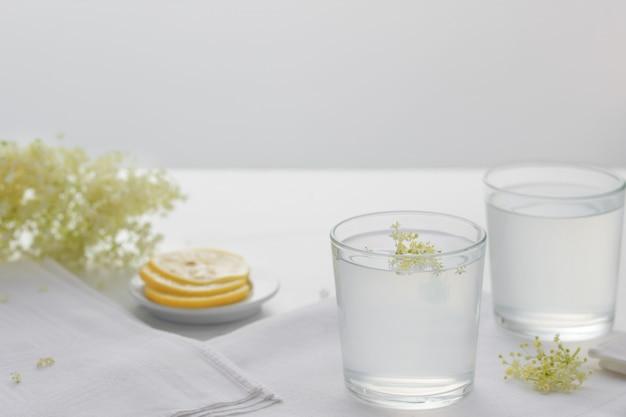 Lemoniada z kwiatu czarnego bzu