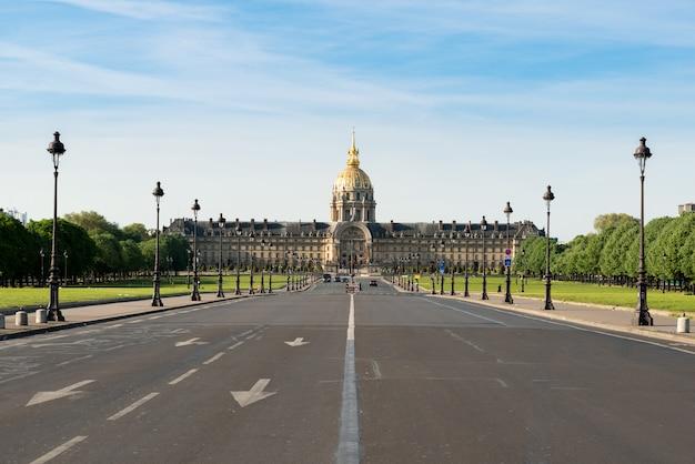 Les invalides kompleks muzeów i zabytków w paryżu, francja.