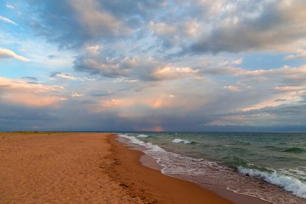 Letni krajobraz, chmury i woda