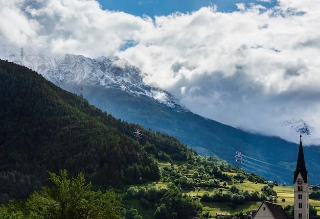 Letni krajobraz górski alp (silvretta alps, austria)