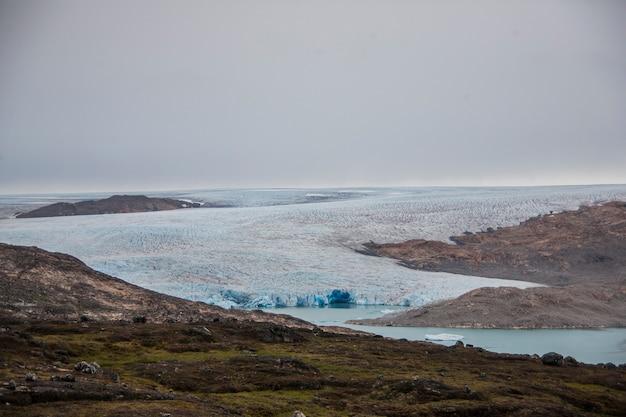 Letni krajobraz w fiordach grenlandii