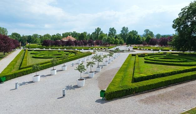 Letni park. pałac troja w pradze, republika czeska.
