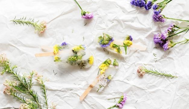 Letni pop lodowy z kwiatów domowych