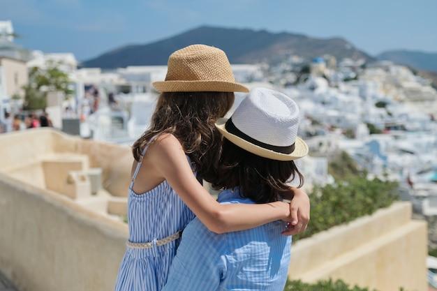 Letni rejs po morzu śródziemnym na greckiej wyspie santorini