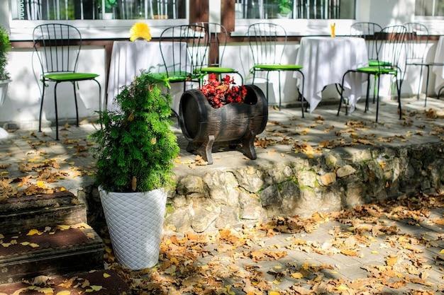 Letni taras w wiejskim hotelu