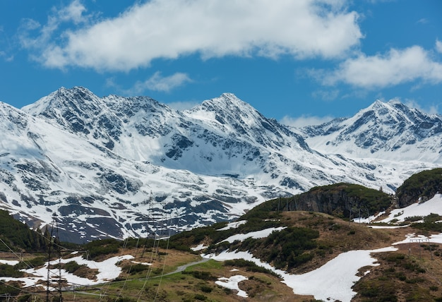 Letni widok na alpy (warth, vorarlberg, austria)