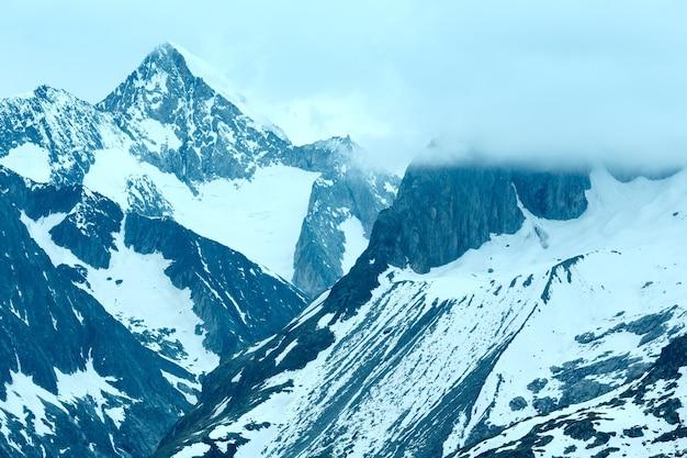 Letni widok na lodowiec aletsch (bettmerhorn, szwajcaria)