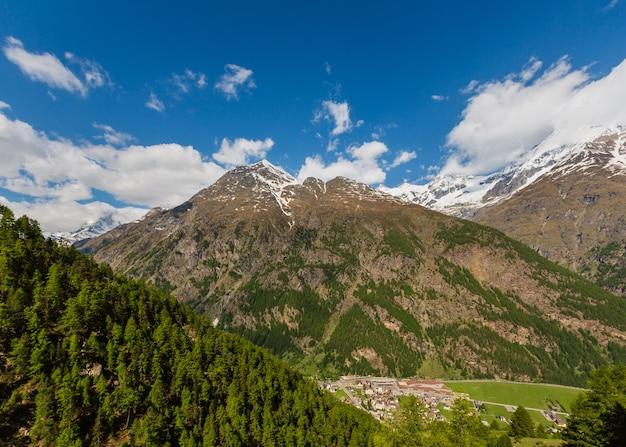Letni widok na matterhorn (alpy, szwajcaria, obrzeża zermatt)
