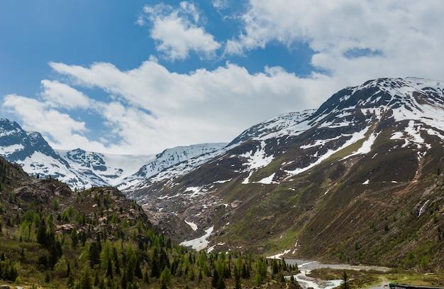 Letni widok z drogi do kaunertal gletscher (austria, tyrol)