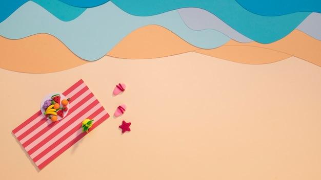 Letnia aranżacja plaży wykonana z papieru