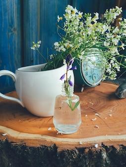 Letnia kompozycja kwiatowa dzikich kwiatów