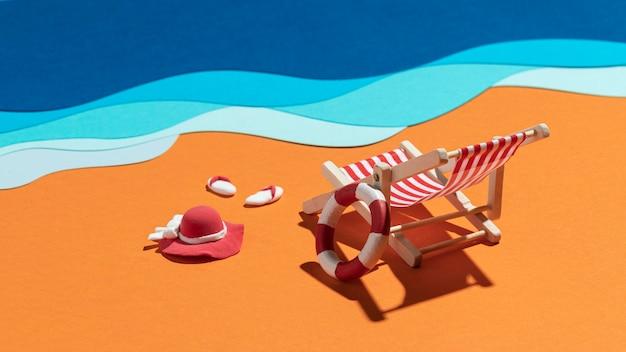 Letnia kompozycja plażowa wykonana z różnych materiałów