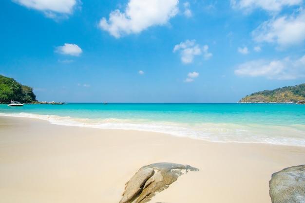 Letnia plaża i morze panoramiczny widok na piękną plażę latem słońce plaża piasek przestrzeń niebieski space