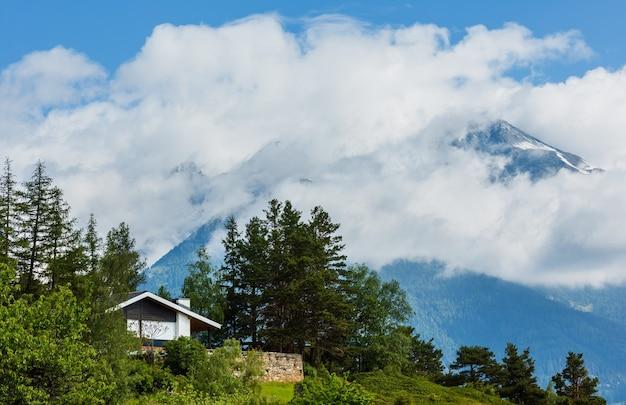 Letnie alpy górskie piękny spokojny krajobraz, szwajcaria.