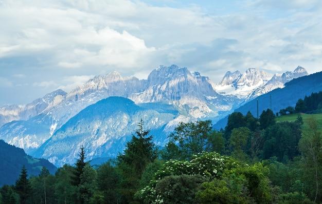 Letnie góry alp, austria, widok na włoski dolomit