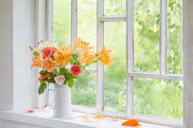 Letnie kwiaty w wazonie