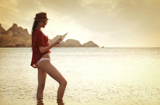 Letnie wakacje i technologia
