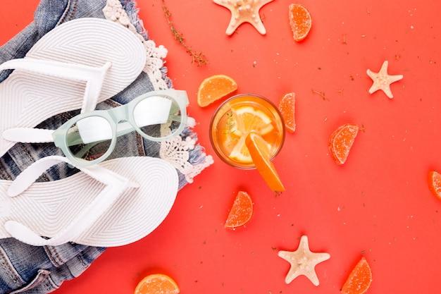 Letnie wakacje, koktajl z owoców pomarańczy