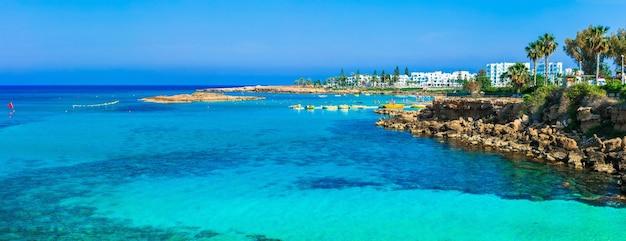Letnie wakacje na cyprze. protaras, zatoka drzew figowych