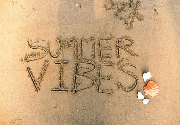 Letnie wibracje napisane w piasku