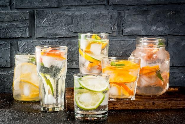 Letnie zdrowe koktajle, zestaw różnych wód cytrusowych, lemoniady lub mojito