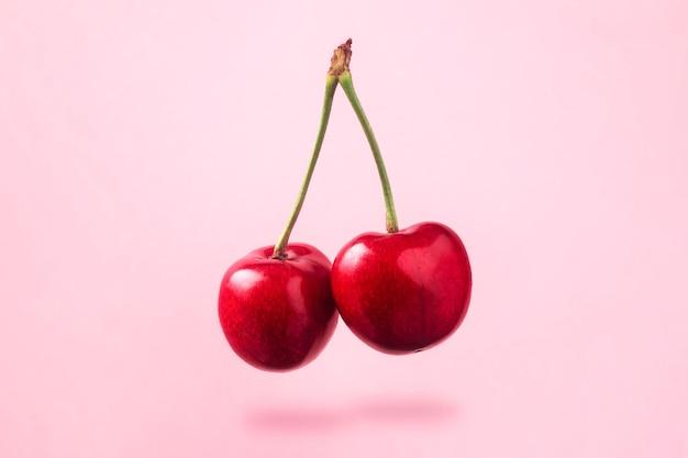 Lewitujące czerwone wiśnie