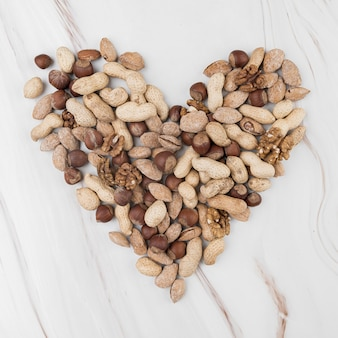 Leżał płasko koncepcji serca chesnuts