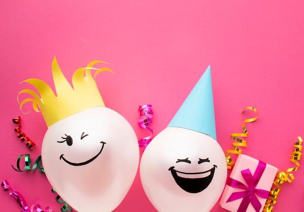 Leżał płasko rama z balonami i różowym tle
