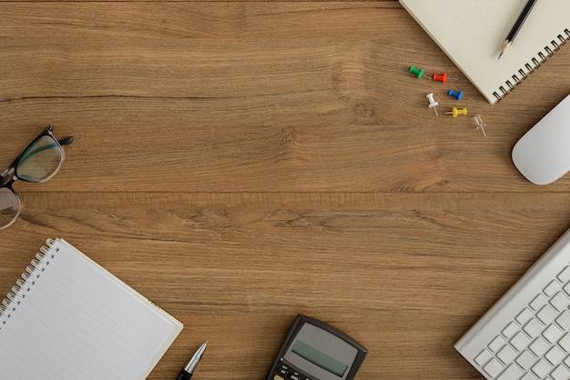 Leżał, widok z góry drewniane biurko biuro workspace