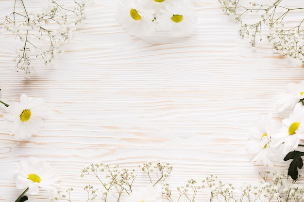 Leżała płasko elegancka ramka w kwiaty