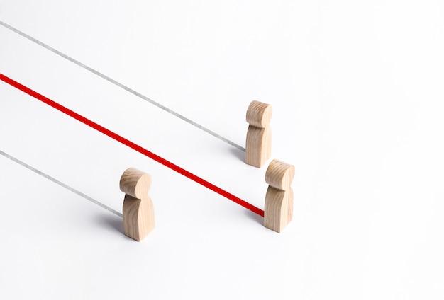 Liczby ludzi konkurują, lider jest ciągnięty do przodu. przewaga w wyścigu. talent, umiejętności i staranność, zdobądź przewagę nad konkurencją, sukces biznesowy. marketing i reklama, bądź najlepszy