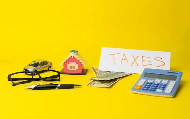 Liczenie pieniędzy na podatki, budżet finansowy w dolarach