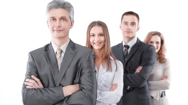 Lider stojący przed zespołem biznesowym.