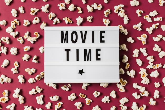 Lightbox z tekstem czasu filmu