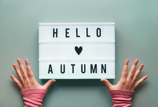 Lightbox z tekstem hello autumn and heart sign
