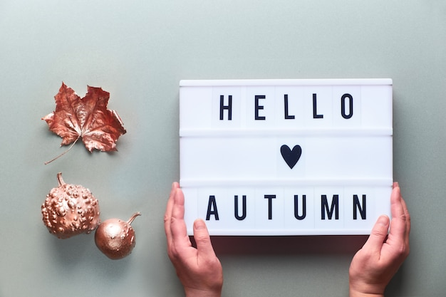 Lightbox z tekstem hello autumn