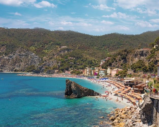 Liguryjskie wybrzeże włoch na terytorium parku narodowego cinque terre