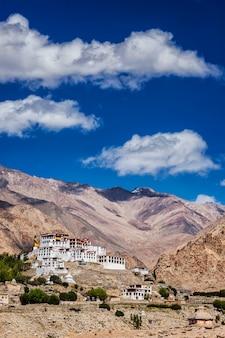 Likir gompa tybetański klasztor buddyjski w himalajach