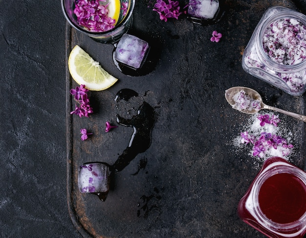 Liliowe kwiaty w cukrze