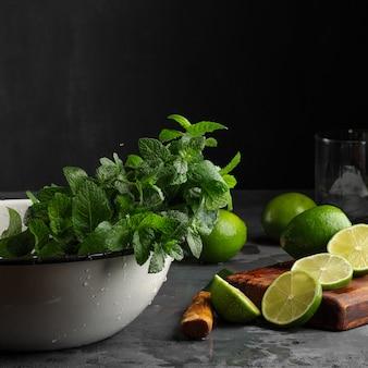 Limonki i mięta pieprzowa