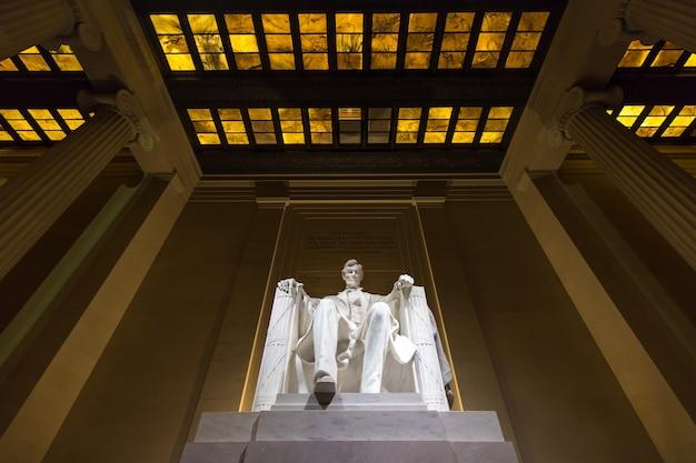 Lincoln memorial przy nocą, washington dc, usa