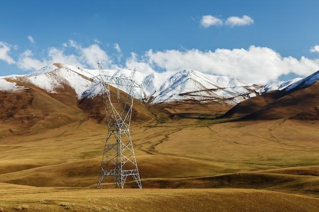 Linia energetyczna wysokiego napięcia w kirgistanie