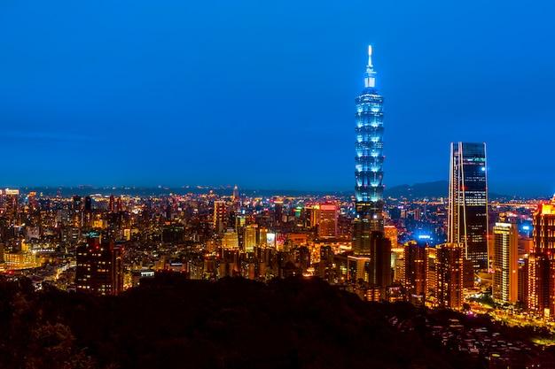 Linia horyzontu taipei pejzaż miejski taipei 101 budynek tajpej pieniężny miasto, tajwan