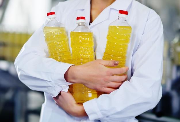 Linia produkcji żywności rafinowanego oleju słonecznikowego.