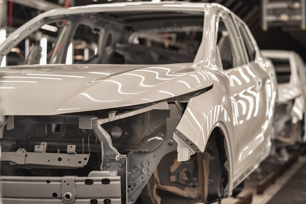 Linia produkcyjna fabryki samochodów, lakierni