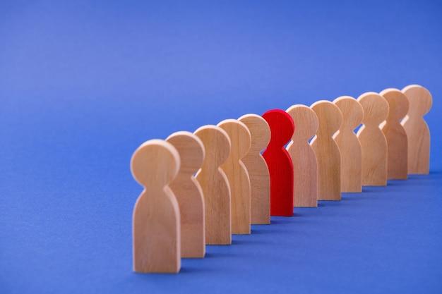 Linia wielu ludzi figuruje w jednym specjalnym czerwonym gościu