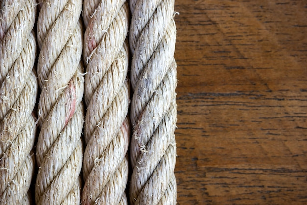 Linowy rocznik na brown drewnianym tle. zbliżenie i kopiować miejsca.