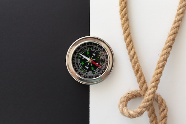 Liny statku i kompas