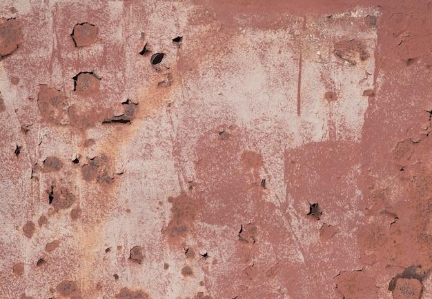 Liście w złotej farbie na beżowym tle w prawym dolnym rogu koncepcja jesień widok z góry
