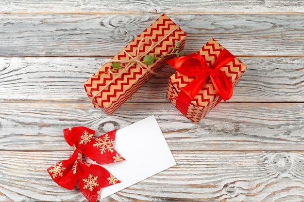 Lista rzeczy do zrobienia na nowy rok boże narodzenie koncepcja pisania na drewnianym tle